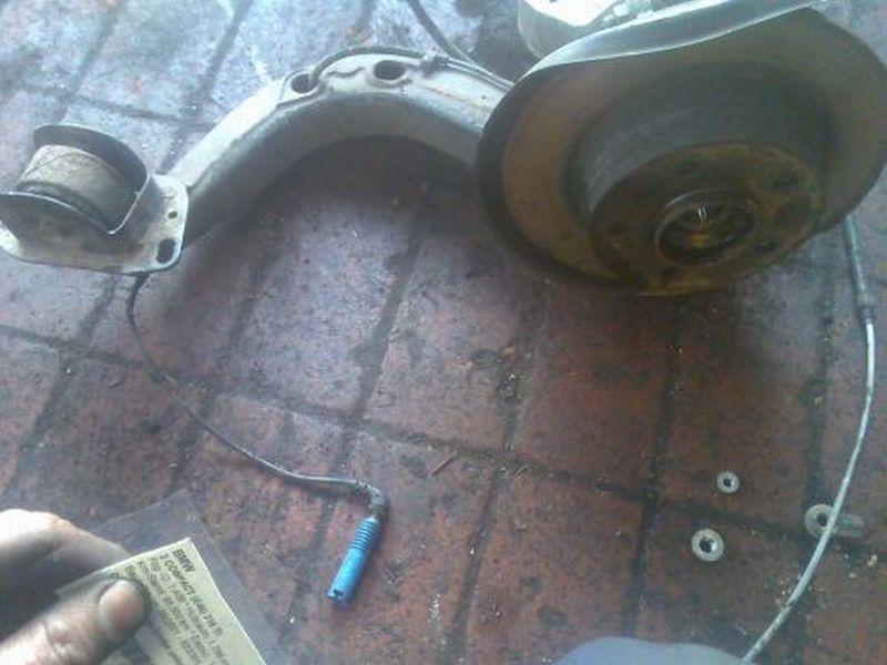 Achsschenkel links hinten Radlagergehäuse hinten linksBMW 3 COMPACT (E46) 316 TI