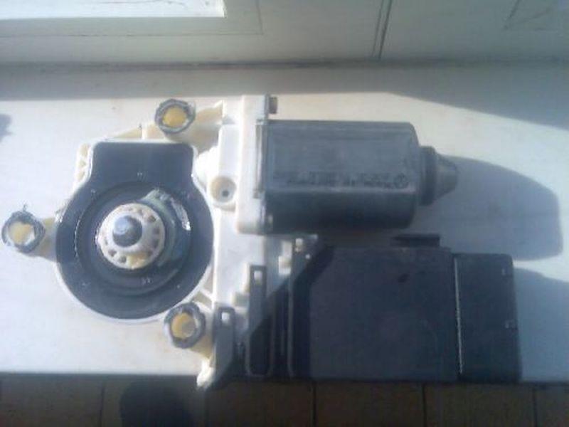 Motor Fensterheber links vorn geprüftes Bauteil ist o.kVW BORA (1J2) 1.9 TDI