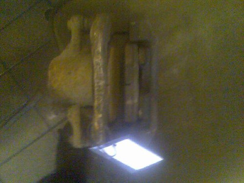 Bremssattel links vorn geprüftes Ersatzteil ist o.k.FORD MONDEO III KOMBI (BWY) 2.0 TDCI