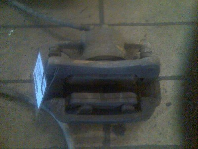 Bremssattel links vorn  TOYOTA CARINA E (_T19_) 1.6 GLI (AT19 79 KW