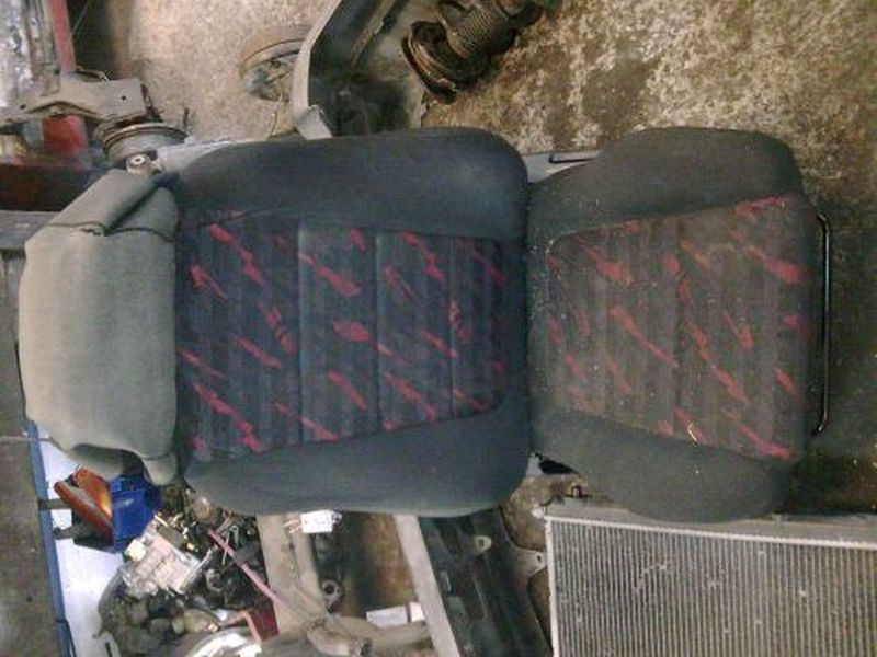 Vordersitz Stoff nicht klappbar ohne Airbag links vorn  TOYOTA COROLLA WAGON (KOMBI) 1.4  (EE11) 63 KW