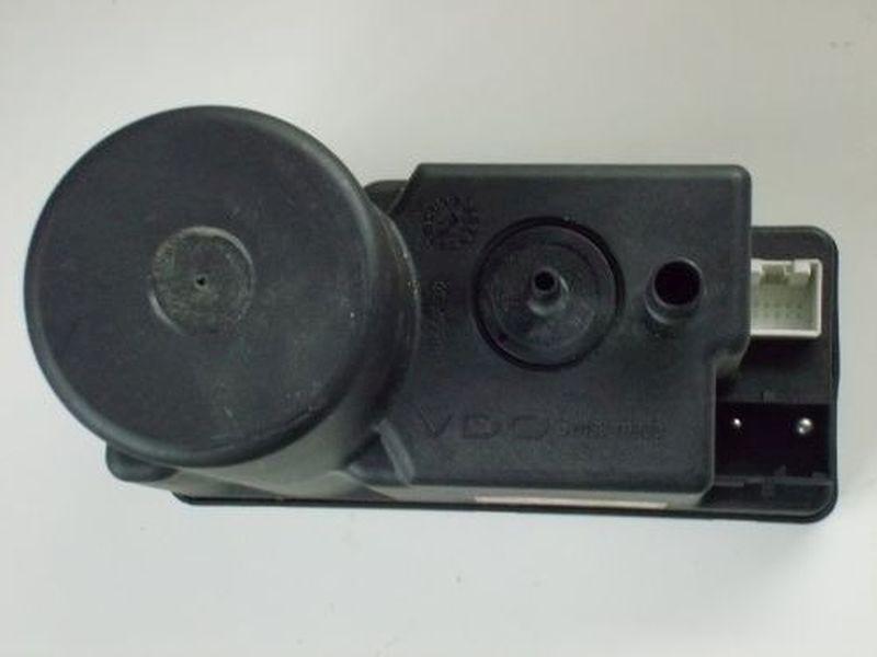 Zentralverriegelungspumpe AUDI A4 (8D2, B5) 1.9 TDI