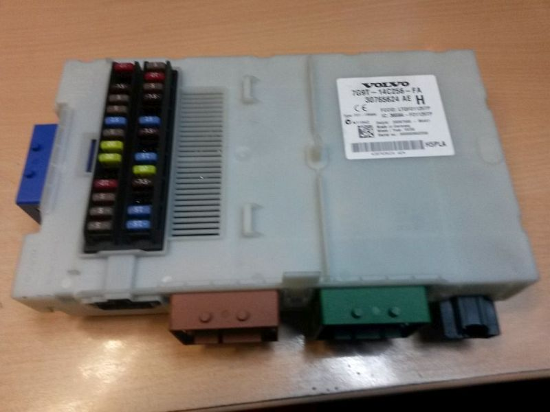 Sicherungskasten  VOLVO V70 III D5 BW 136 KW