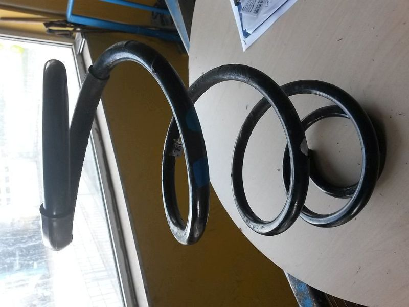 Feder links vorn  KIA CEE´D 1.4 CRDI GOLD 66 KW