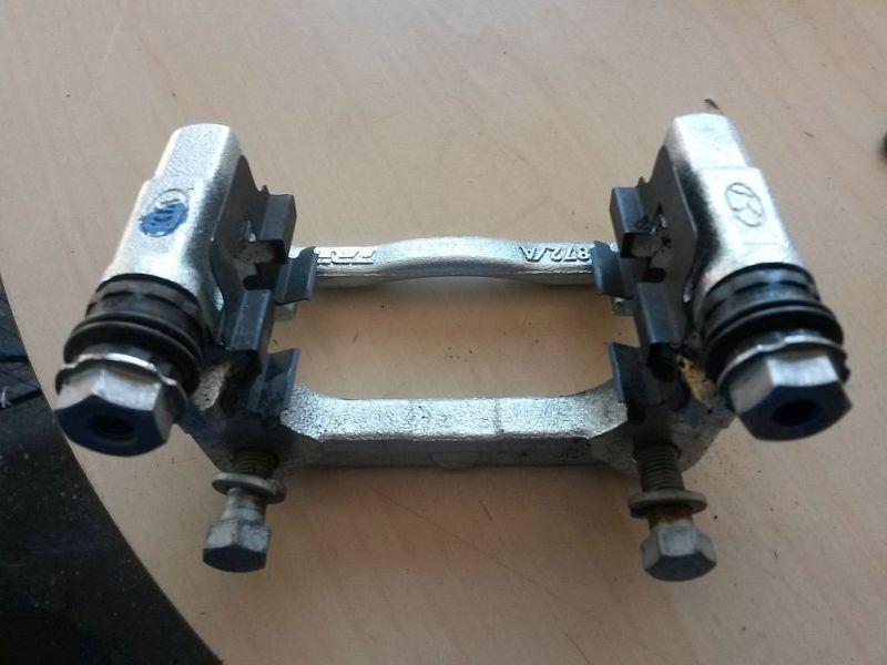 Bremssattelträger rechts hinten  KIA CEE´D 1.4 CRDI GOLD 66 KW