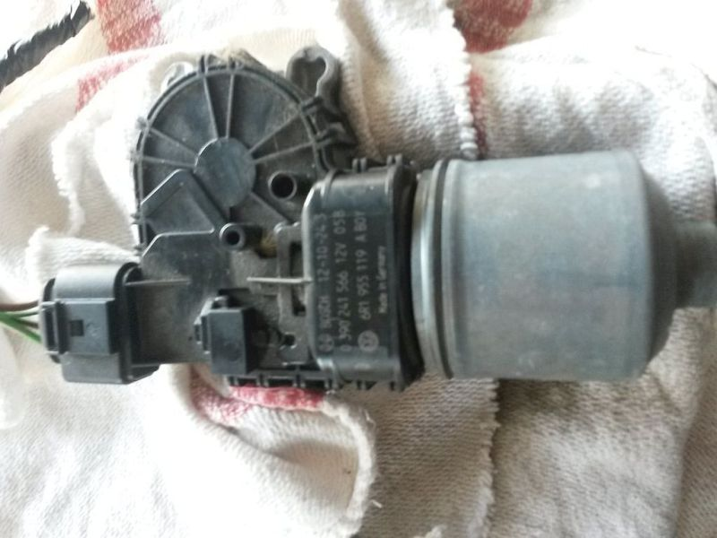 Wischermotor vorne  SEAT IBIZA V SPORTCOUPE (6J1) 1.2 51 KW