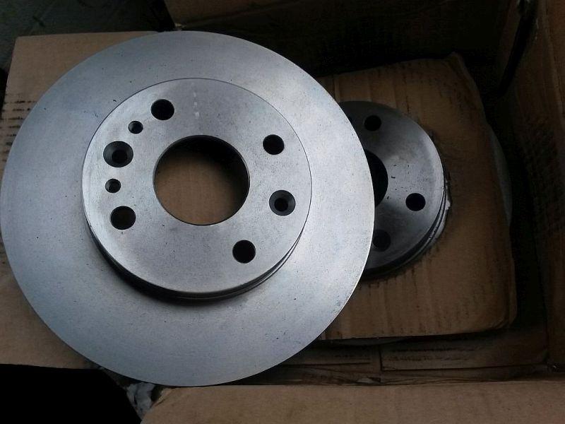 Bremsscheibe Neue Bremsscheiben vorne KIA RIO KOMBI (DC) 1.5 16V 71 KW