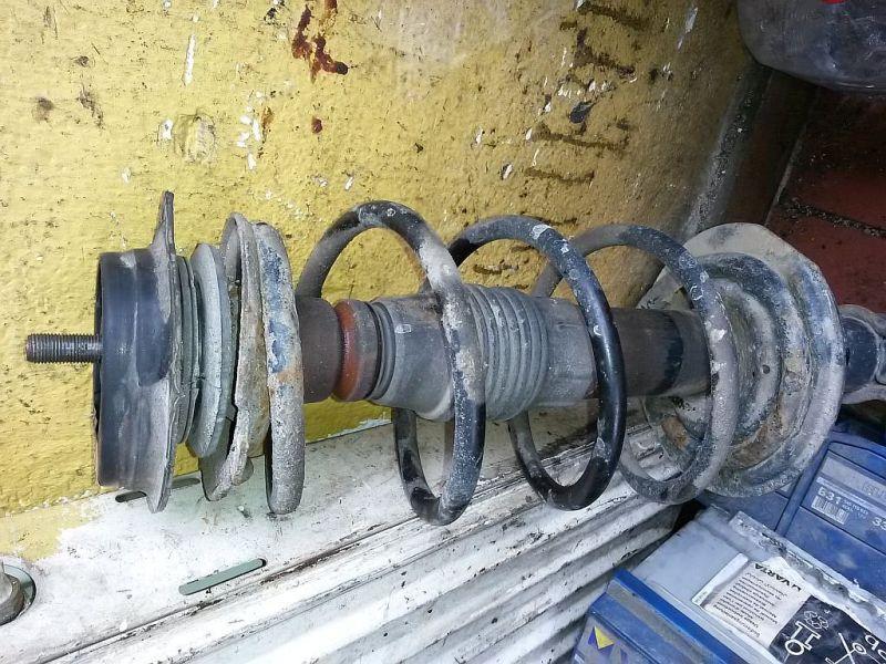 Federbein links vorn  FIAT PUNTO (188_) 1.9 DS 60 44 KW