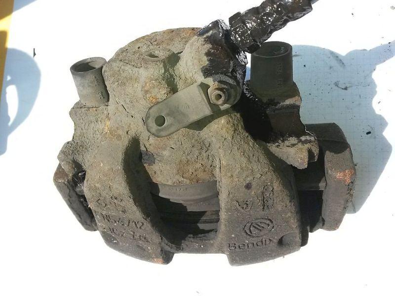 Bremssattel links vorn  FIAT PUNTO (188_) 1.9 DS 60 44 KW
