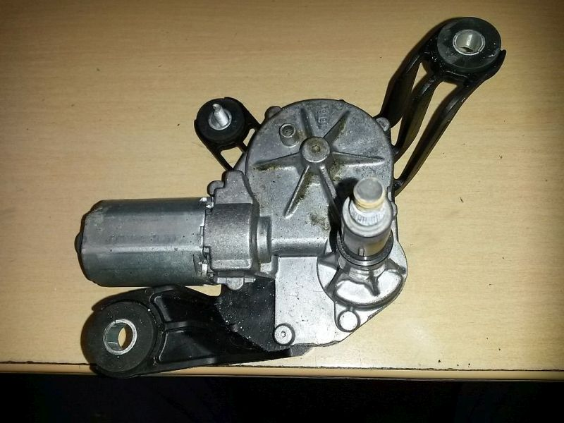 Wischermotor hinten  OPEL ASTRA H CARAVAN (L35) 1.9 CDTI 88 KW