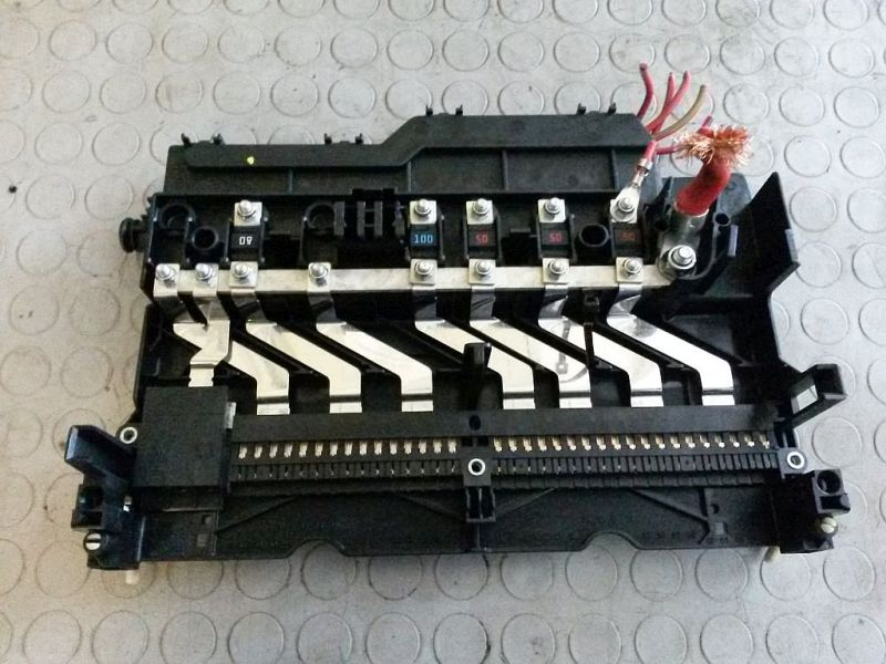 Sicherungskasten hinter HandschufachBMW X3 (E83) 2.0D